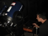 M. Milošević proverava kontrole teleskopa preko računara